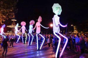Festival de Títeres. Pasacalles de Cía. Yera Teatro (Granada) @ Salida desde el Ayuntamiento